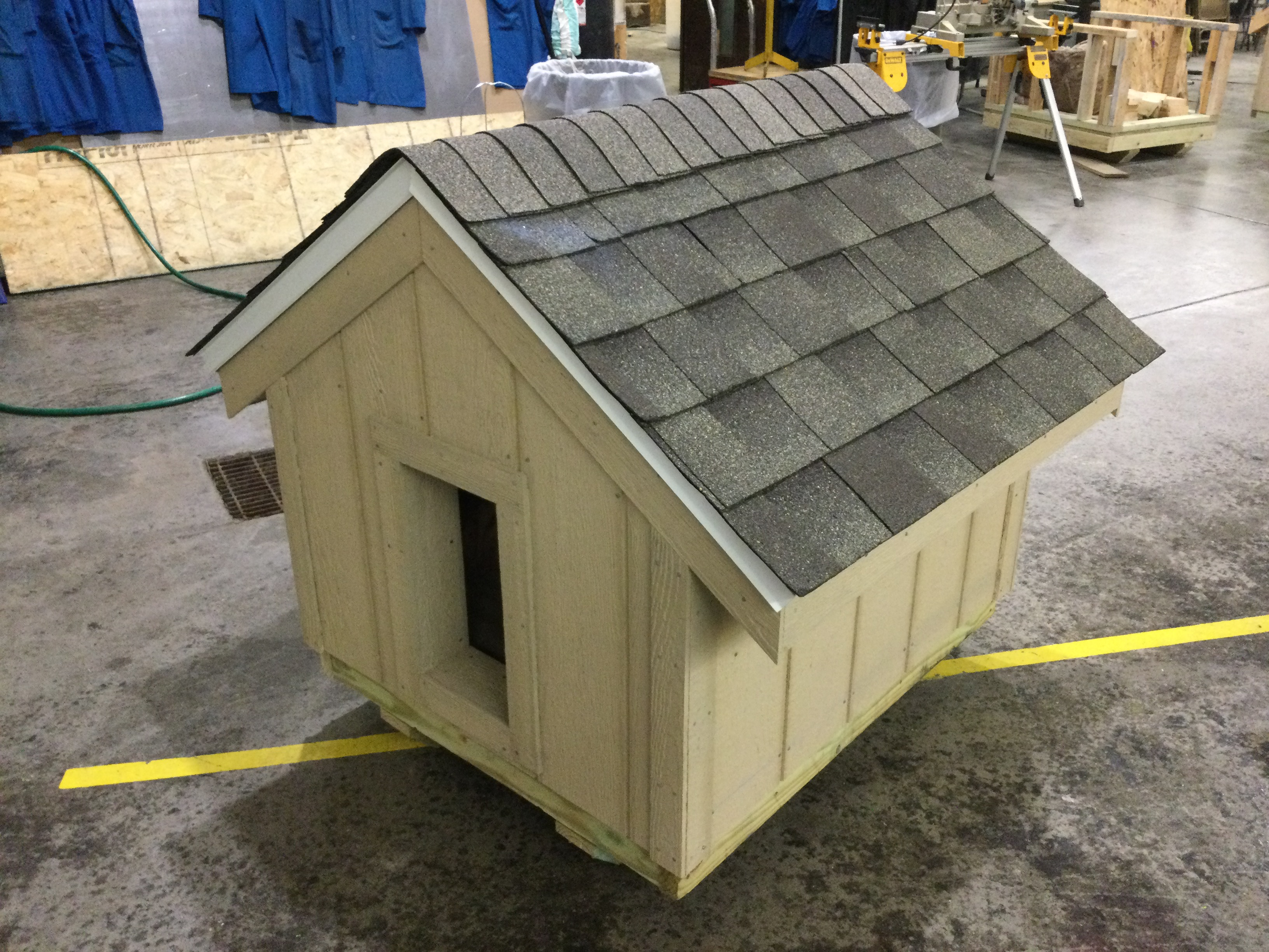 picture of side of dog house
