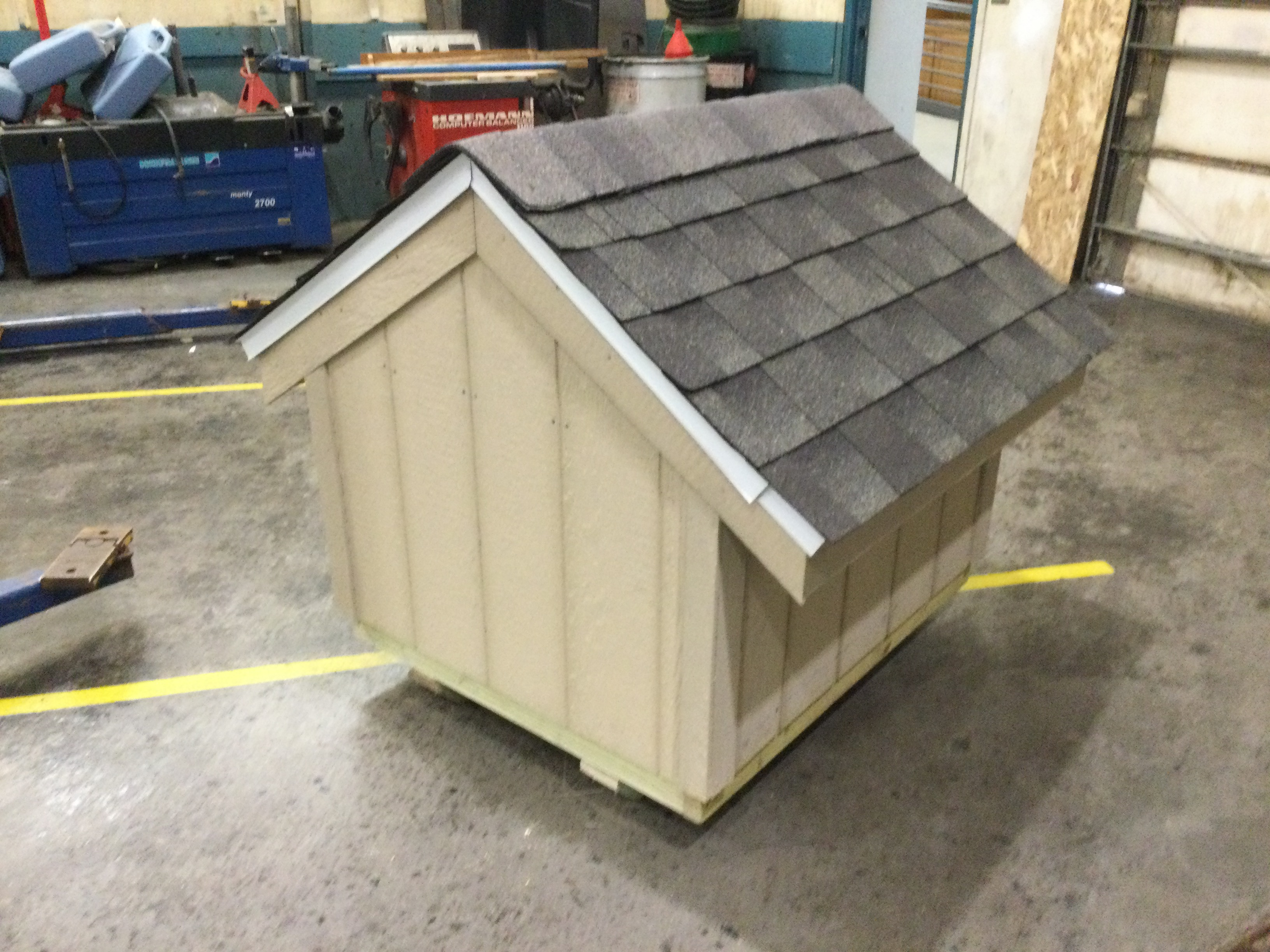 picture of back of dog house